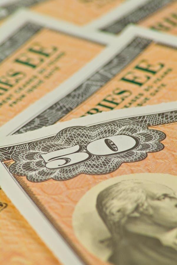 Cinquante obligations d'épargne d'épargne sur formules du dollar photo stock