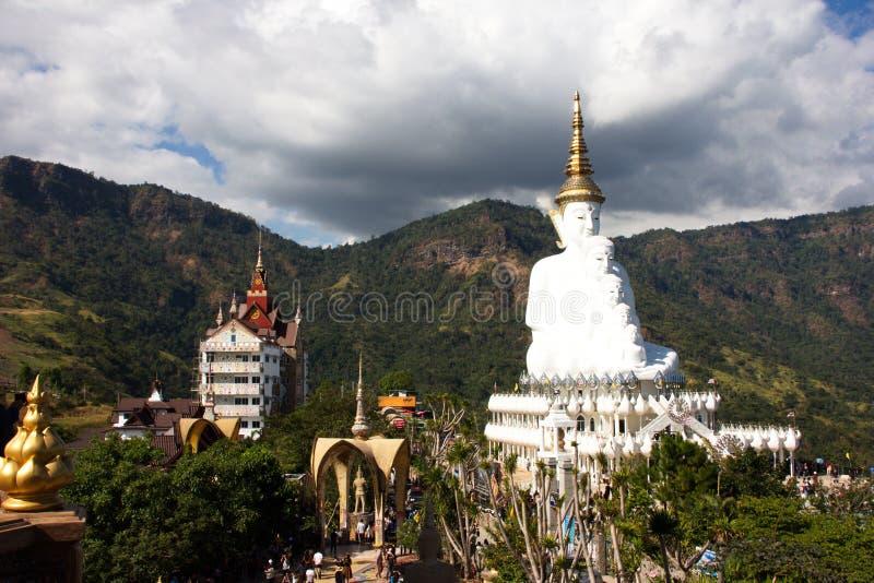 Cinque Buddha sul cielo blu immagini stock