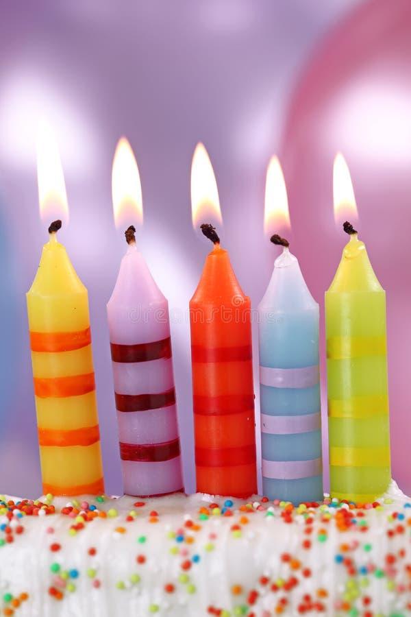 Cinque candele di compleanno immagine stock