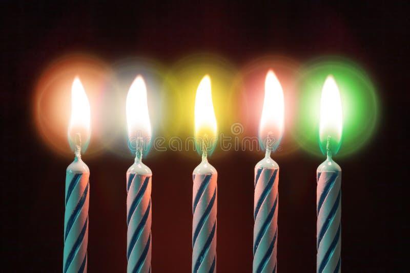 Cinque candele sul compleanno fotografie stock libere da diritti