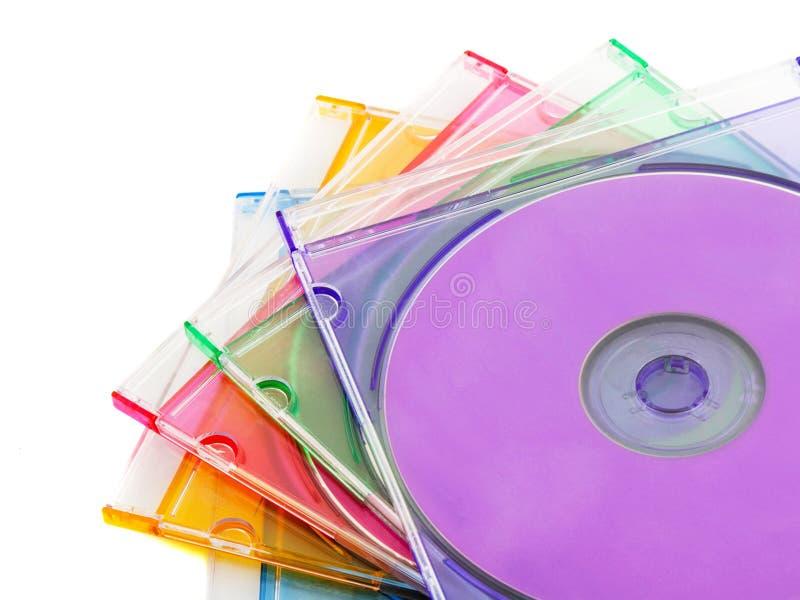 Download Cinque Compact Disc Variopinti In Cassa Di Plastica Del CD Fotografia Stock - Immagine di disco, impilamento: 117981012