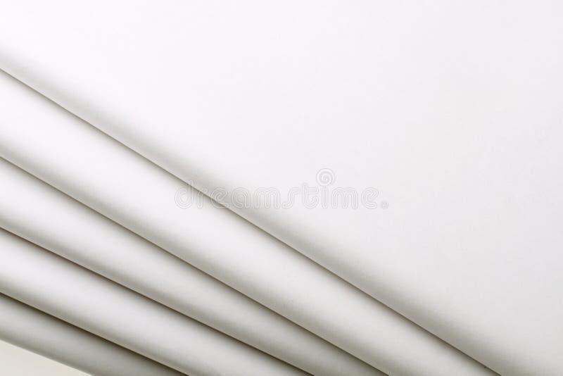 Cinque giornali in bianco fotografie stock