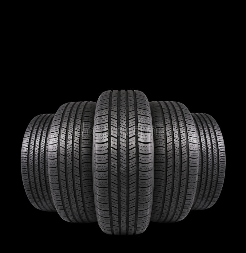 Cinque gomme di gomma dell'automobile isolate sul nero immagini stock libere da diritti