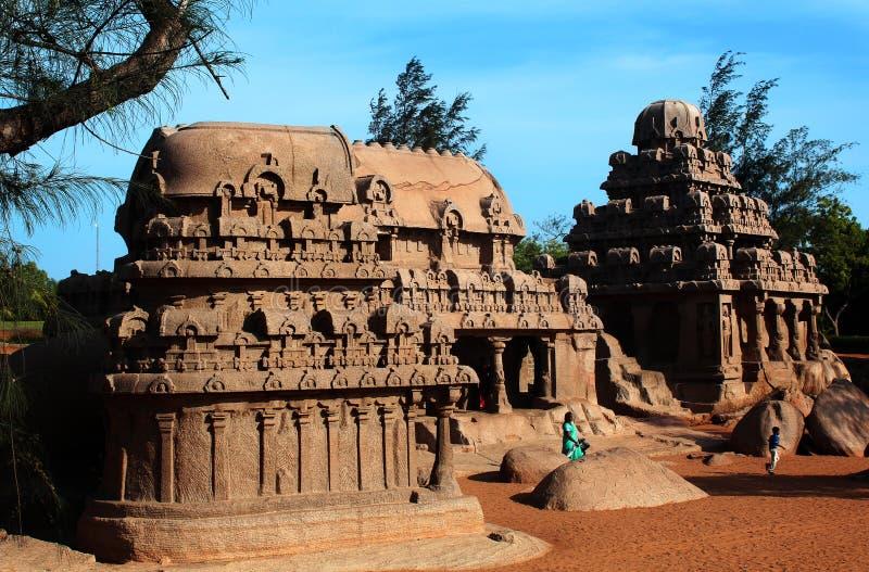 Cinque singole sculture di pietra del mahabalipuram rathas-antico fotografie stock libere da diritti