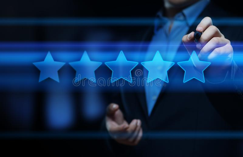 5 cinque stelle che valutano concetto di vendita di Internet dell'azienda di servizi di rassegna di qualità migliore fotografie stock