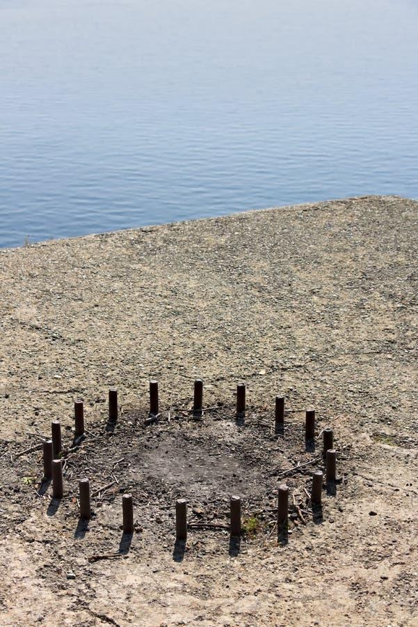 Cinque Terre, Liguria, turista que lleva del transbordador de Italy Los restos de una base del cañón foto de archivo libre de regalías