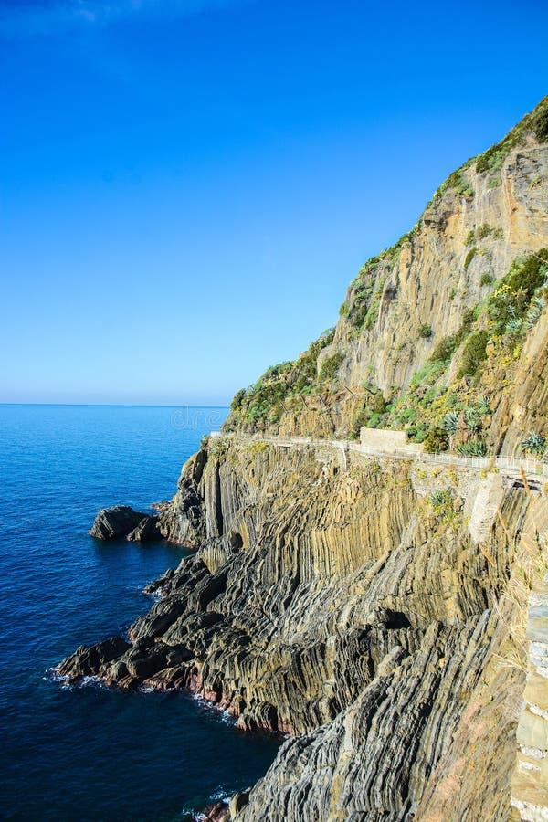 Cinque terreväg av förälskelse Italien arkivfoto