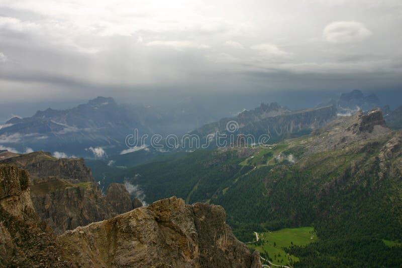 Cinque Torri από Monte Lagazuoi μετά από τη βροχή στοκ εικόνα με δικαίωμα ελεύθερης χρήσης