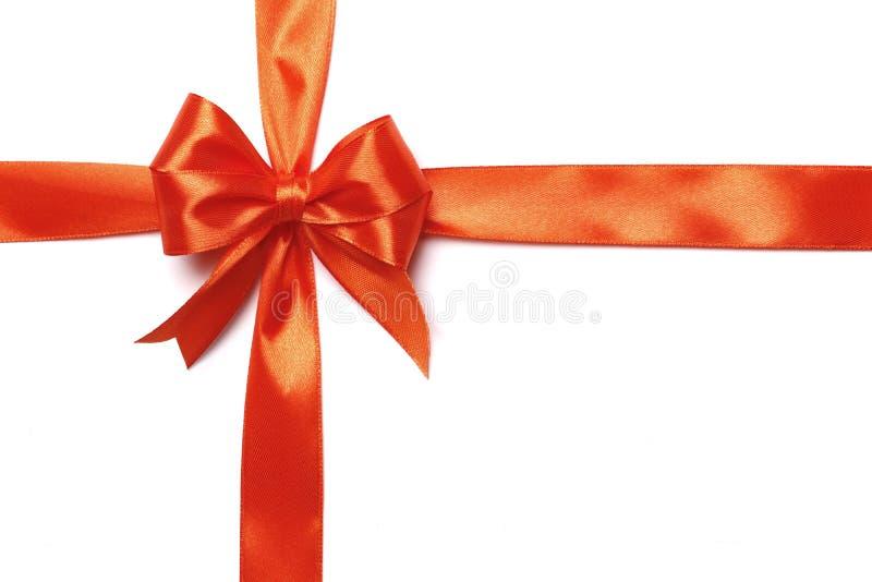 Cinta anaranjada y arco aislados en el fondo blanco fotos de archivo libres de regalías