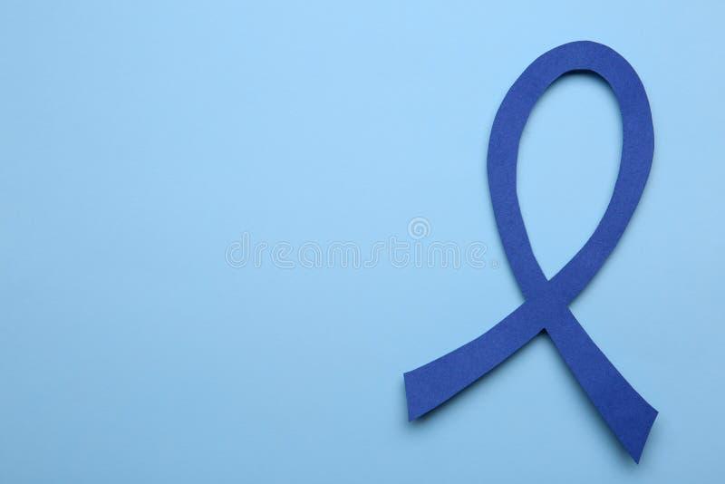 Cinta azul de la conciencia en el color, visión superior con el espacio para el texto Símbolo de problemas sociales y médicos imagen de archivo libre de regalías