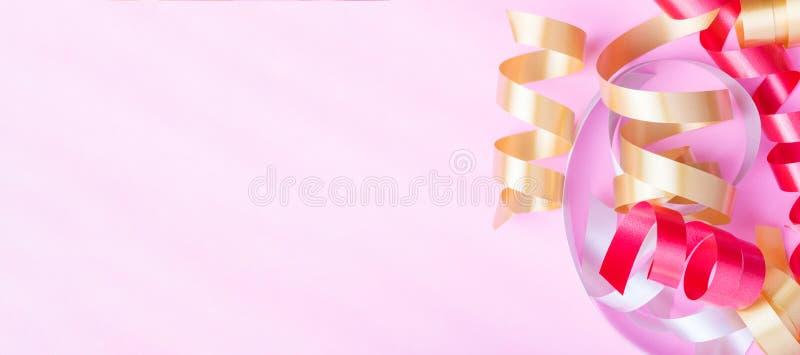 Cinta colorida en un fondo rosado stock de ilustración