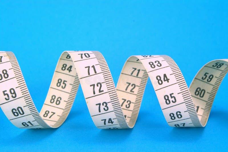Cinta de medición en azul imagen de archivo