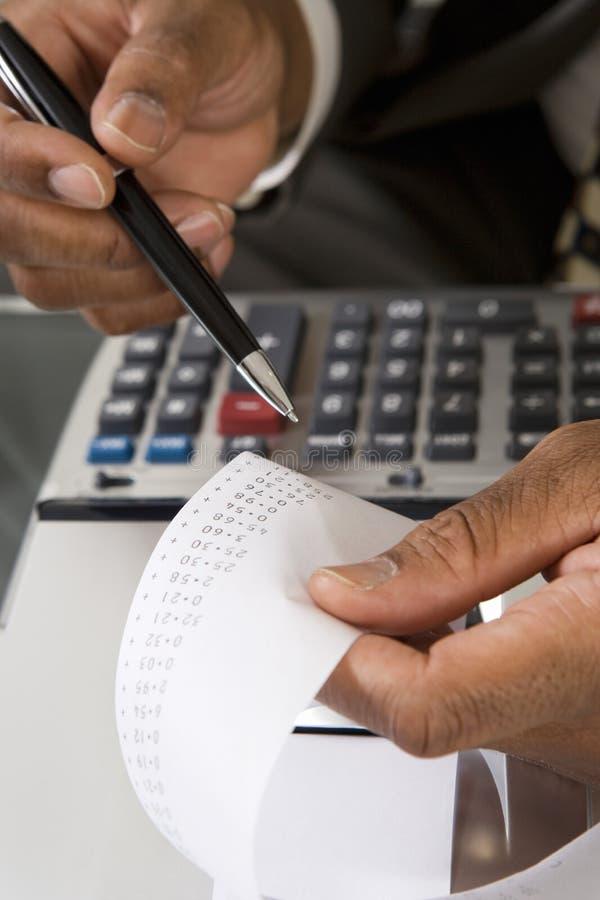 Cinta de Reading Adding Machine del contable foto de archivo libre de regalías