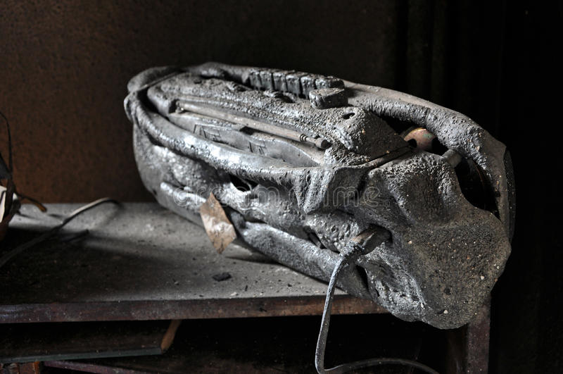 Cinta quemada después de un fuego de la casa foto de archivo