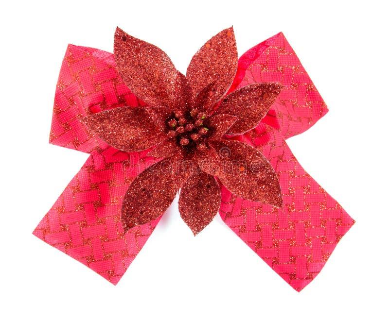Cinta roja brillante del sat?n en el fondo blanco Cinta roja del arco aislada foto de archivo libre de regalías