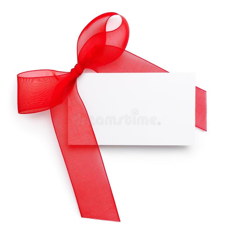 Cinta roja del regalo con la tarjeta en blanco fotografía de archivo libre de regalías