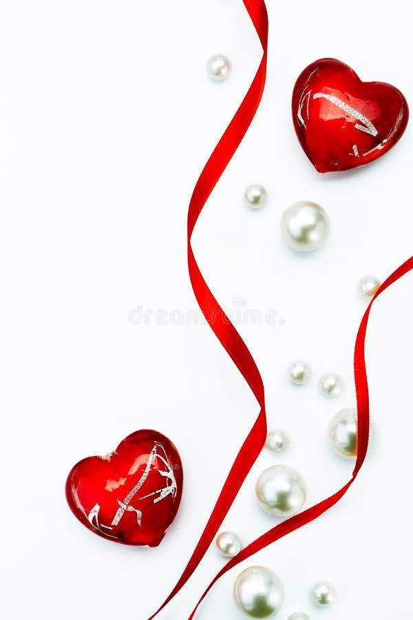 Cinta roja y amor de la tarjeta del día de tarjeta del día de San Valentín del arte fotografía de archivo libre de regalías