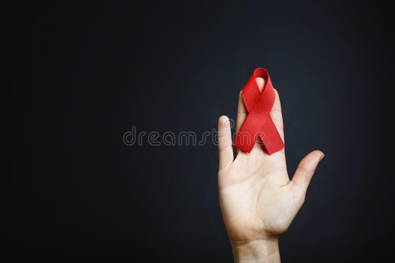 Cinta Sida en las manos, VIH foto de archivo libre de regalías