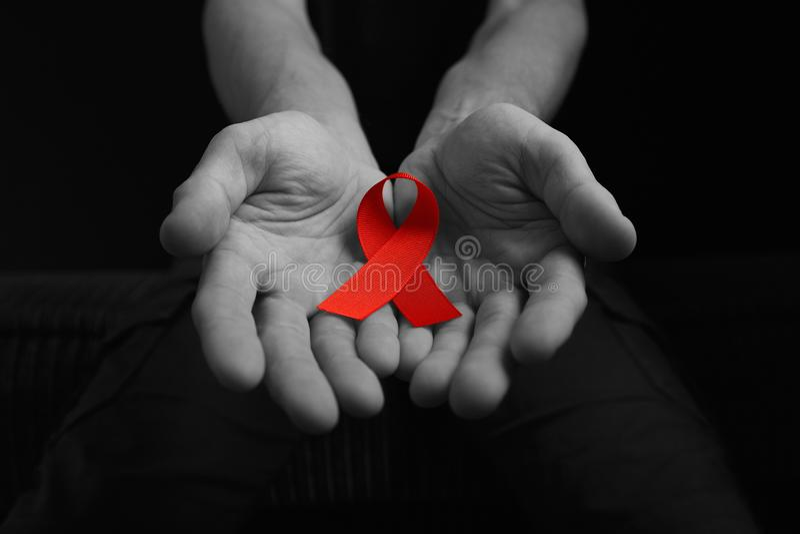Cinta Sida en las manos, VIH foto de archivo
