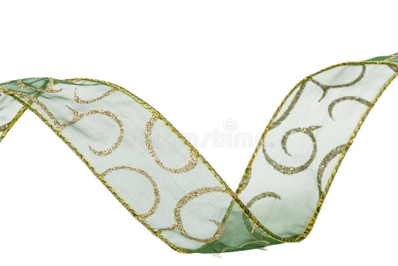 Cinta verde para una decoración festiva, aislada en un fondo blanco foto de archivo libre de regalías