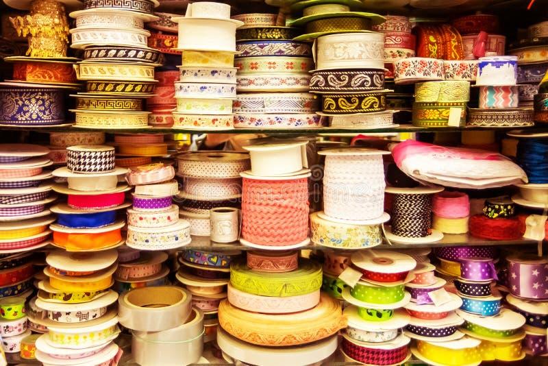 Cintas coloreadas Herramienta para la costura fotografía de archivo