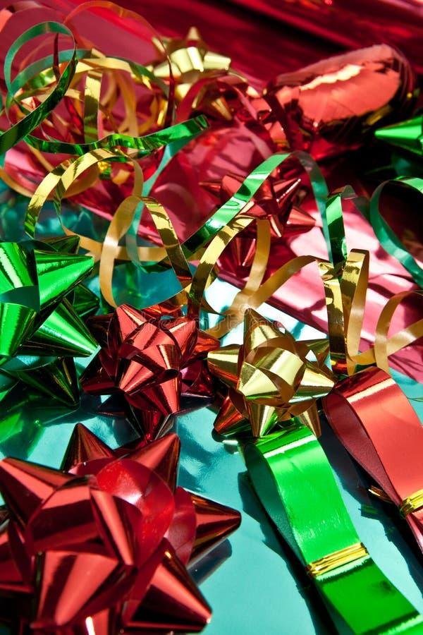 Cintas coloridas para envolver los regalos foto de archivo libre de regalías