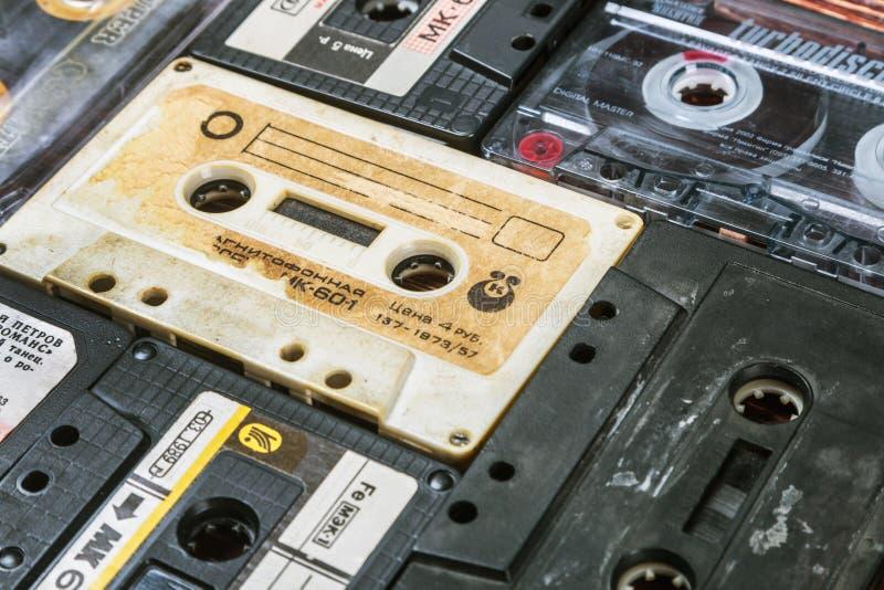 Cintas de casete viejas sobre fondo fotografía de archivo libre de regalías