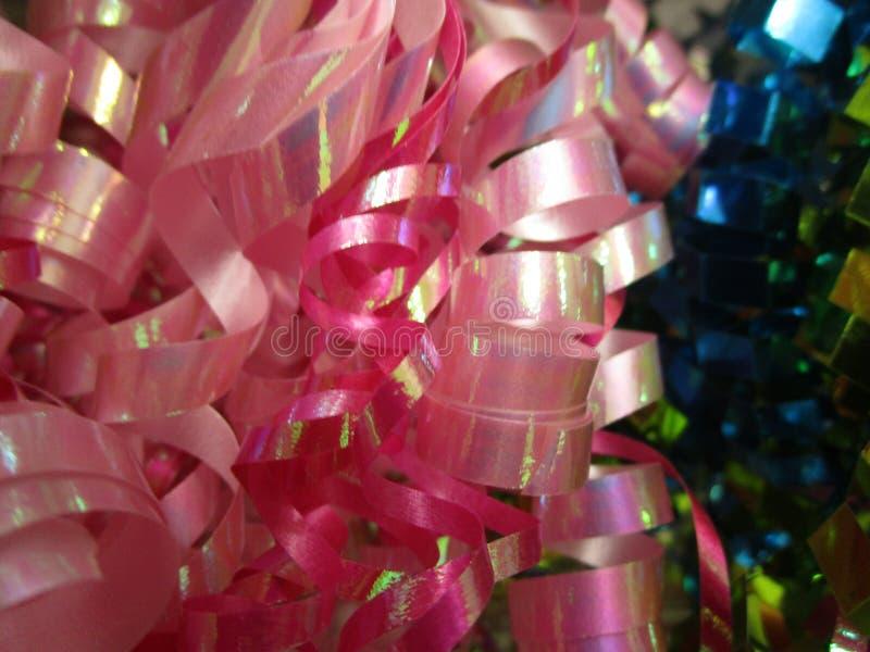 Cintas rosadas y azules bastante brillantes para el envoltorio para regalos imagenes de archivo
