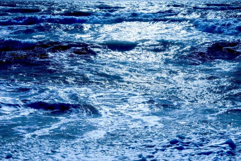 Cintilar azul do mar branco imagem de stock royalty free