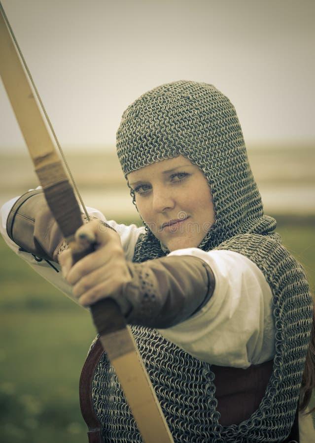 Cintre le femme/armure médiévale/rétro fractionnement modifié la tonalité photos stock
