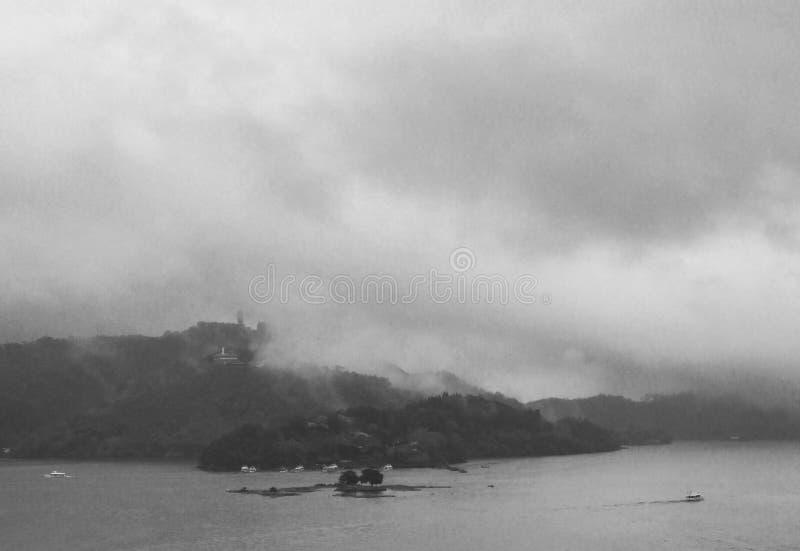 Cinza do lago moon de Sun fotografia de stock royalty free