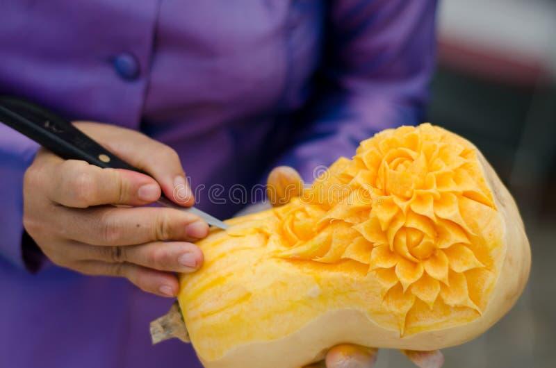Cinzeladura da fruta fotografia de stock