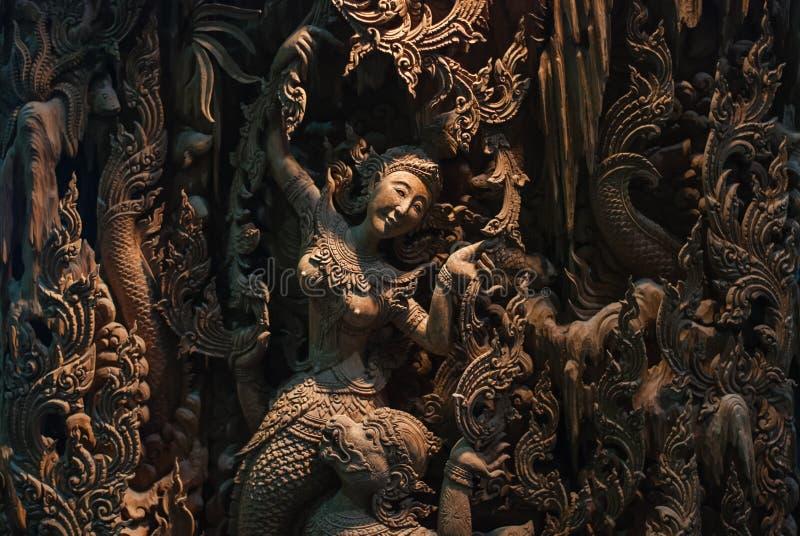 Cinzeladura da madeira de Tailândia imagem de stock