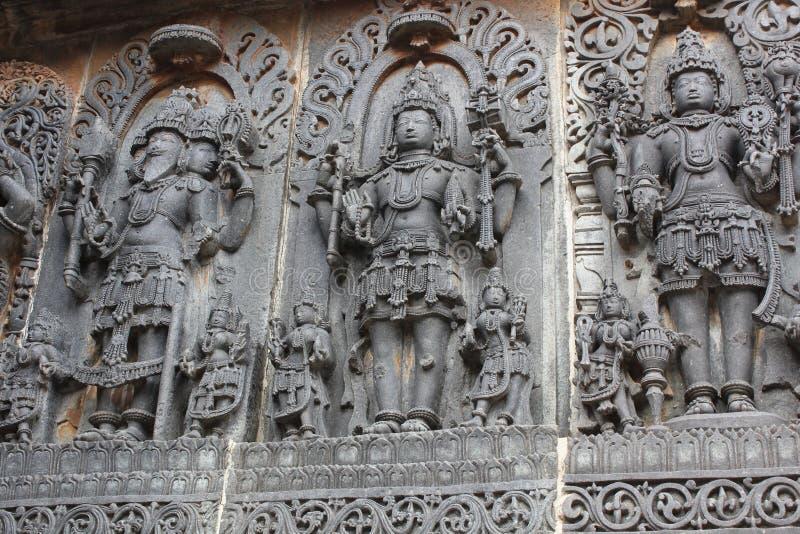 Cinzeladura da parede do templo de Hoysaleswara do DEUS - autor, Vishnuguardian e Shiva Destroyer de Brahma foto de stock royalty free