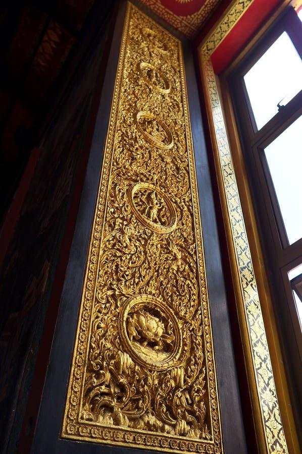 Cinzeladura de madeira da porta fotos de stock royalty free