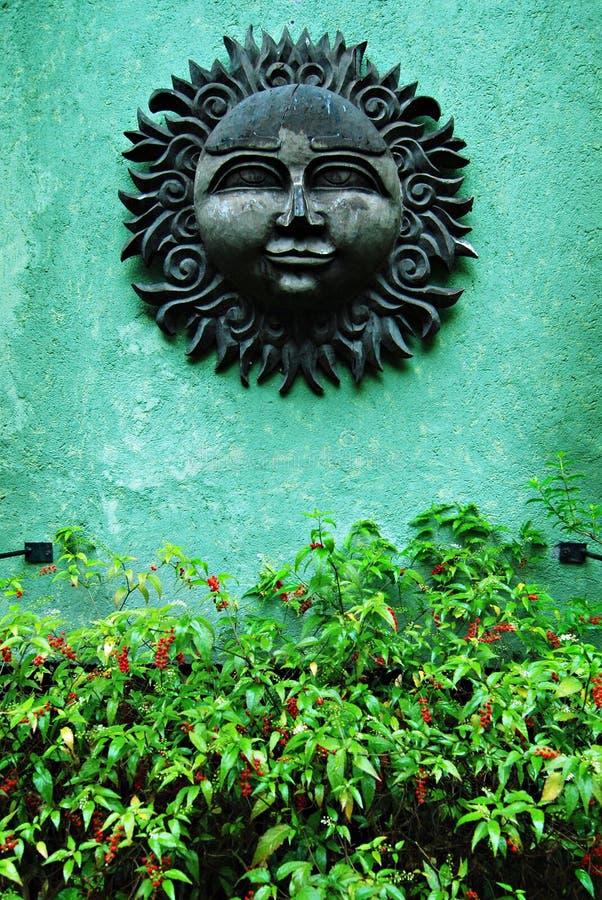 Cinzeladura de madeira de Sun do vintage imagem de stock