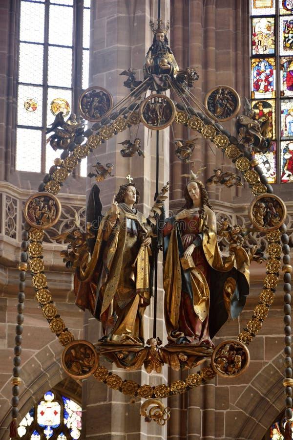 Cinzeladura de madeira do aviso de Engelsgruss do €™ de Veit Stossâ na igreja de Lorenzkirche em Nuremberg foto de stock royalty free