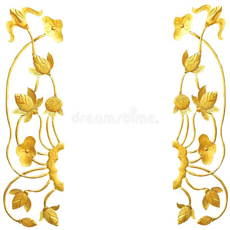 Cinzeladura de madeira dos lótus dourados fotografia de stock royalty free