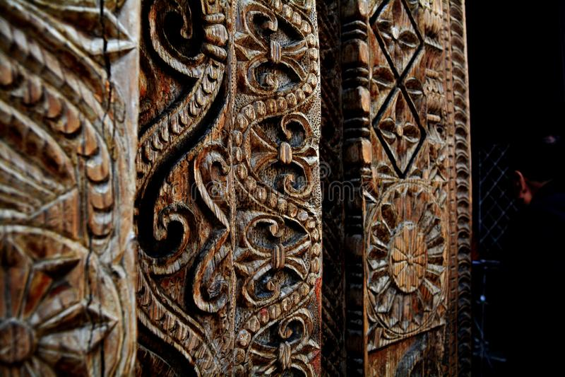 Cinzeladura de madeira em um templo indiano foto de stock royalty free