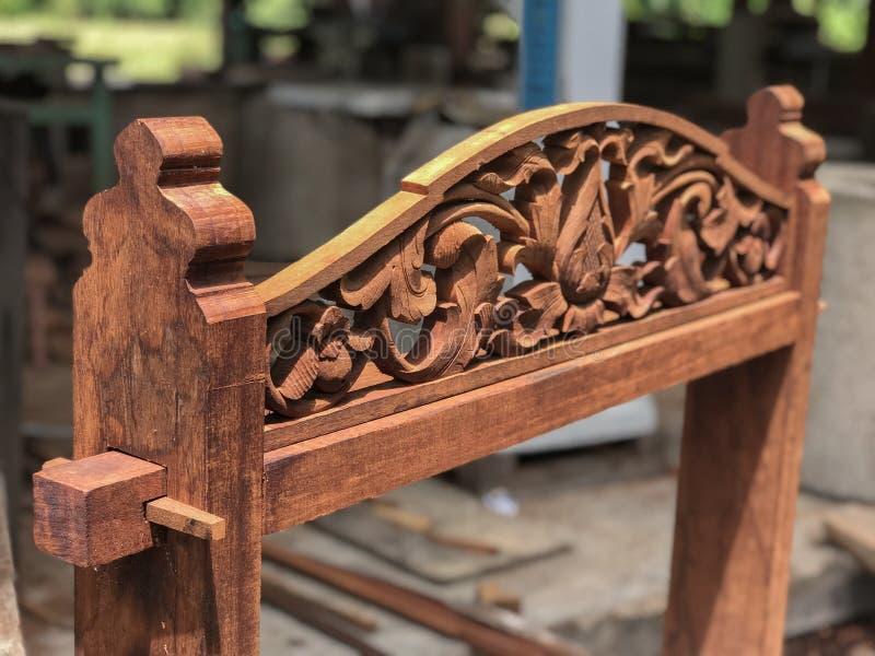 Cinzeladura de madeira - motriz da planta imagem de stock
