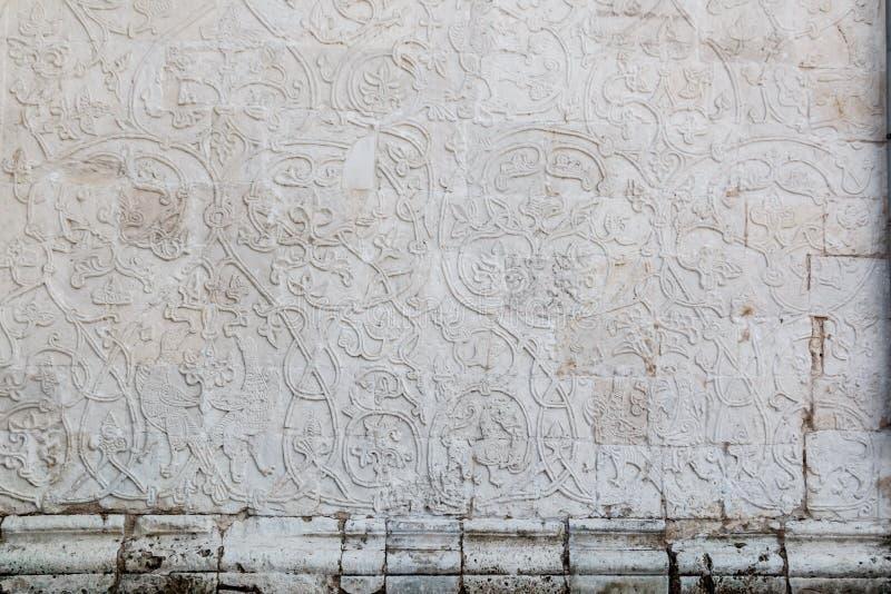 Cinzeladura de pedra branca do russo antigo, ornamento, decoração fotos de stock