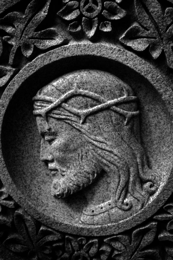 Cinzeladura de pedra de Cristo com a coroa de espinhos Christian Christianity imagem de stock royalty free
