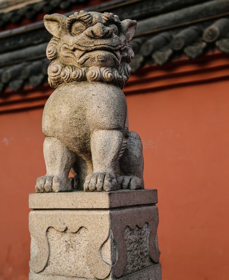A cinzeladura de pedra do leão em chengdu, porcelana imagens de stock