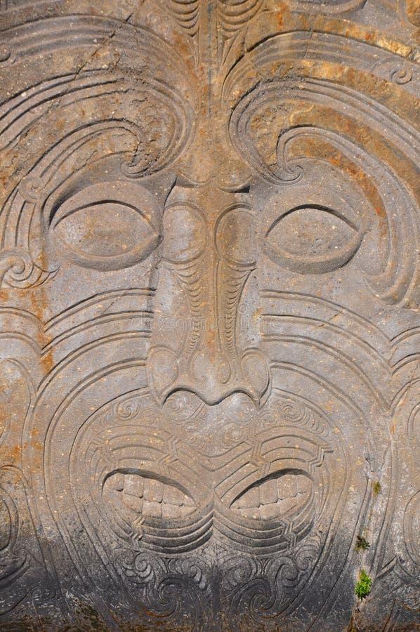 Cinzeladura maori da rocha fotos de stock