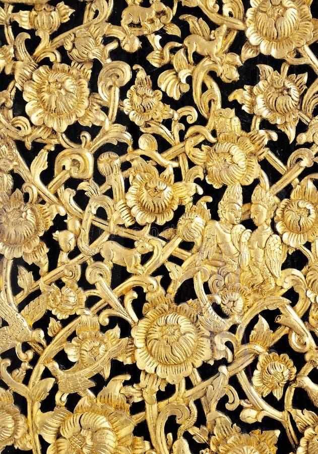 Cinzeladura nativa da madeira imagem de stock