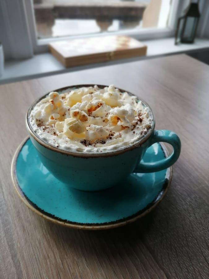 Cioccolata calda del popcorn immagine stock libera da diritti