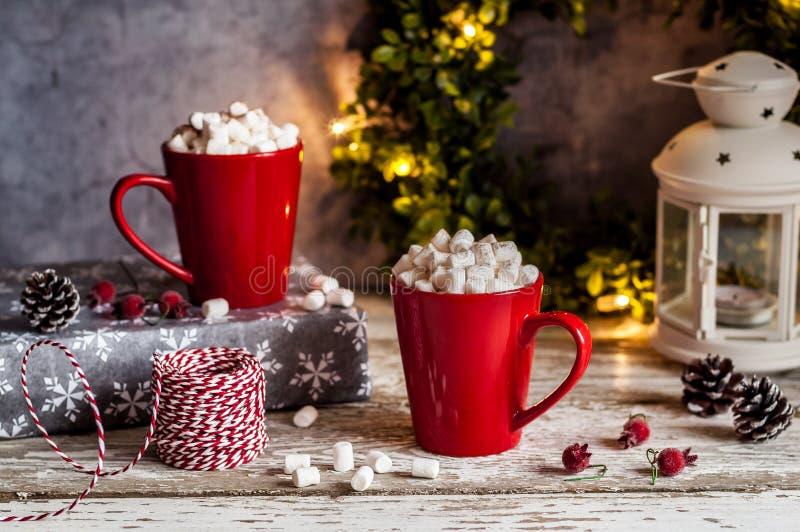 Cioccolata calda di Natale con le caramelle gommosa e molle immagine stock