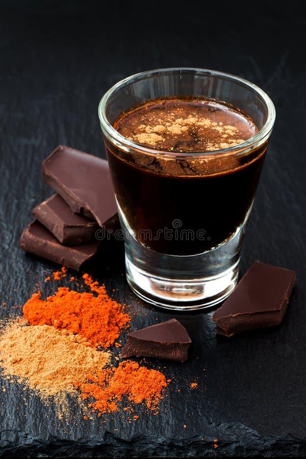 Cioccolata calda piccante messicana con peperoncino e cannella fotografia stock libera da diritti