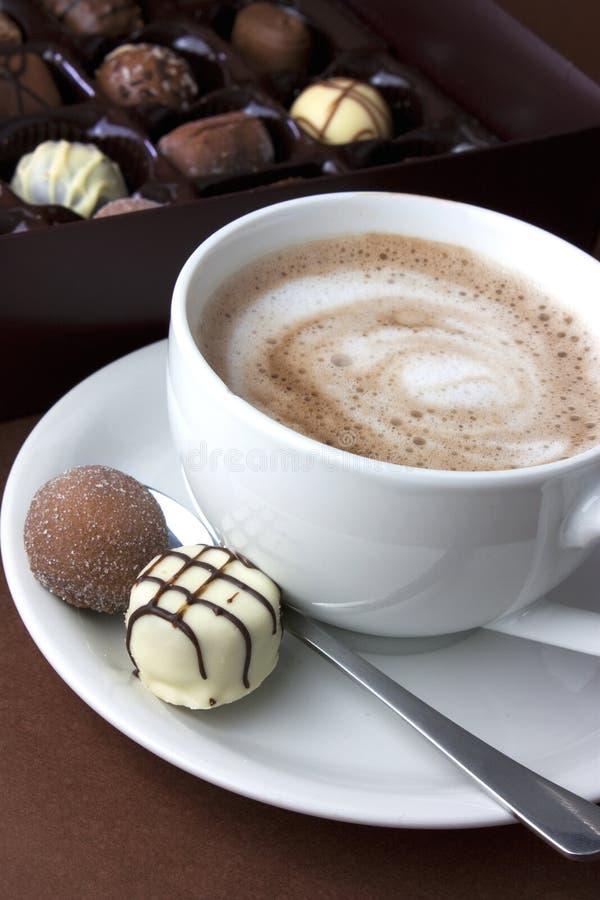 Cioccolato caldo e tartufi immagine stock libera da diritti