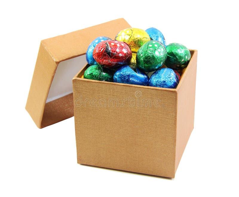 Cioccolato in contenitore di oro fotografia stock